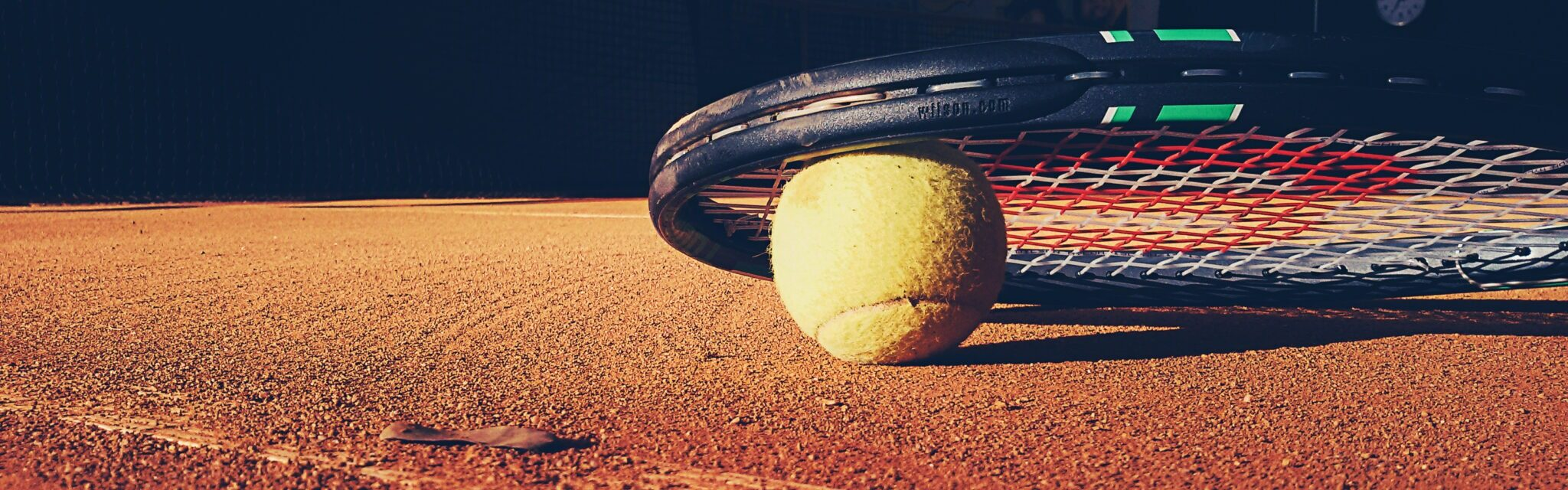 Boka tennisbanan online